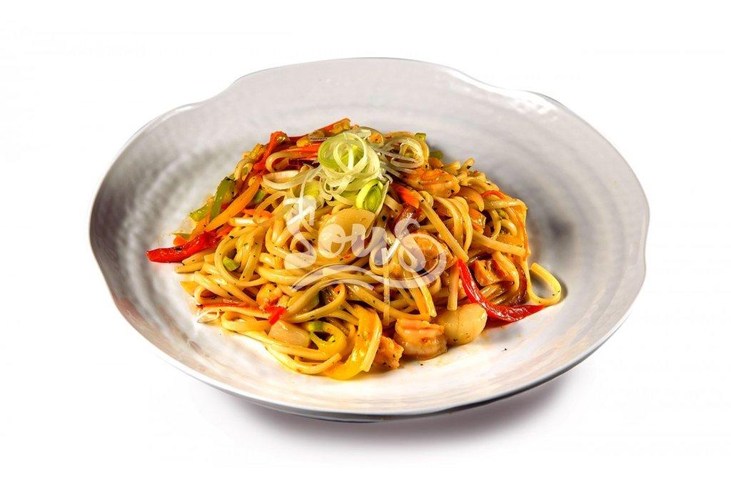 Горячие блюда: Лапша Удон с морепродуктами в Sous (Соус)