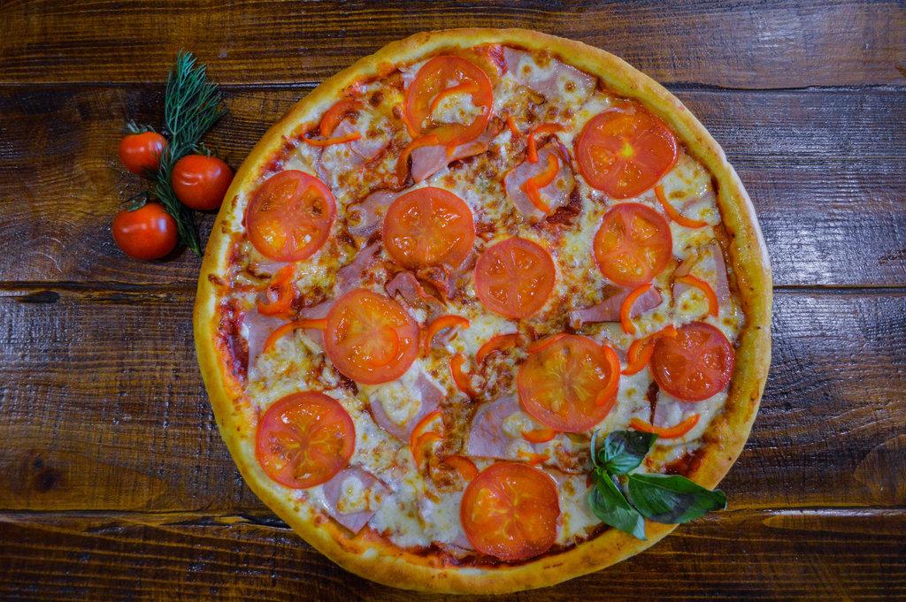 """Пицца: Карбонара в кафе """"Очаг"""""""