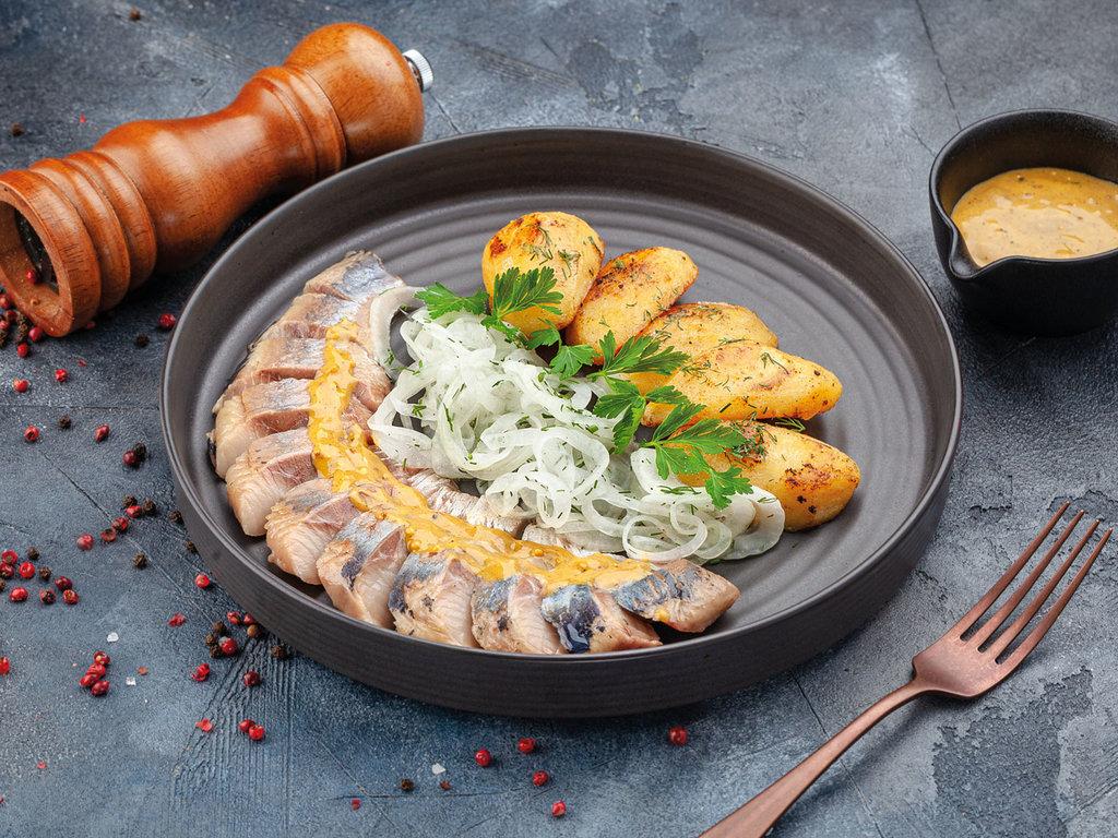 Закуски: Сельдь в медово-горчичном соусе с картофелем гриль в Рыба Агонь
