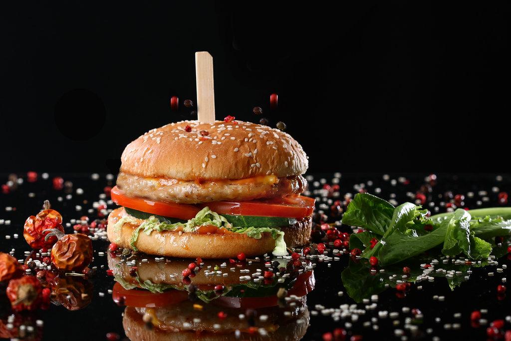 """Бургеры: """"Чикен бургер"""" в Mr.MaKKo"""