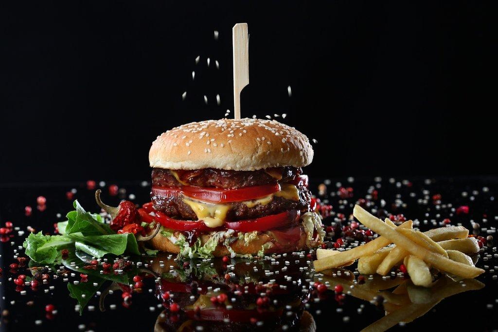 "Бургеры: ""Большой МаККо"" в Mr.MaKKo"