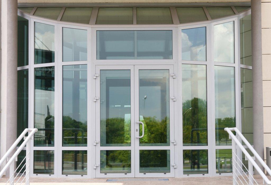 Установка пластиковых окон, дверей ПВХ: Двери ПВХ в ПластЭК