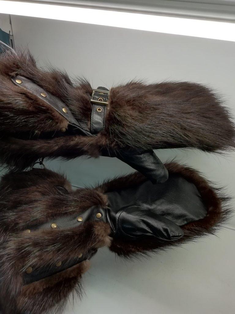 Изделия из натурального меха и кожи (перчатки, варежки, тапочки): Краги мужские из меха бобра в Сельский магазин