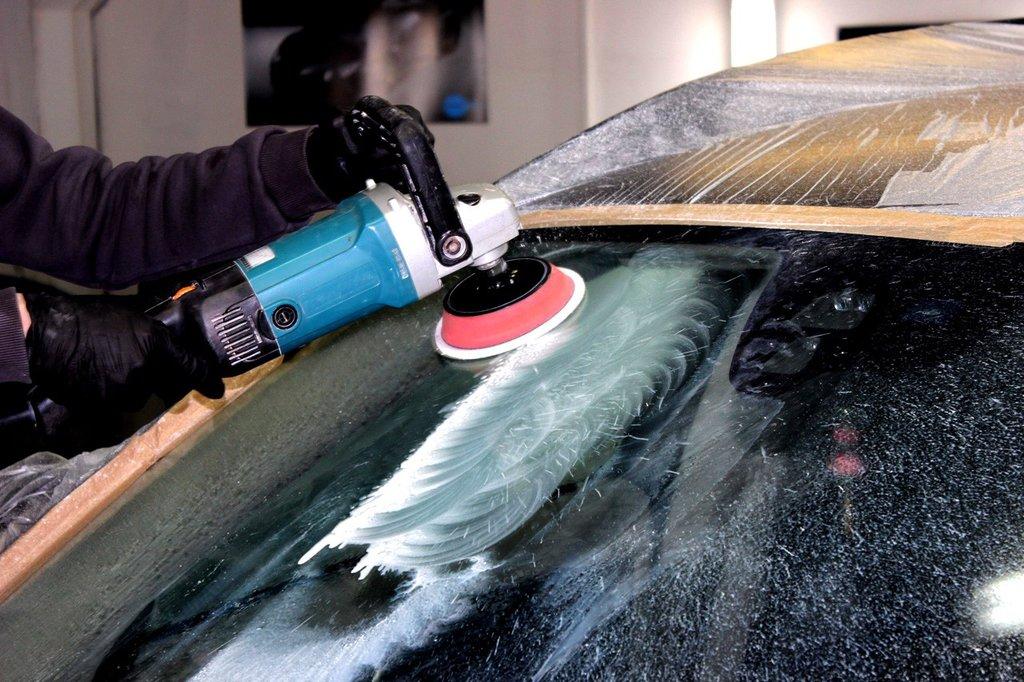 Установка и ремонт автостекол: Полировка стекла в Автостекло