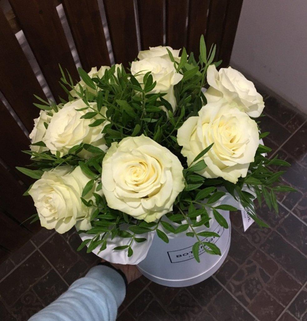 "Premier mini: ""Premier mini"" 9 Белых Роз на зелени в Botanique №1,ЭКСКЛЮЗИВНЫЕ БУКЕТЫ"
