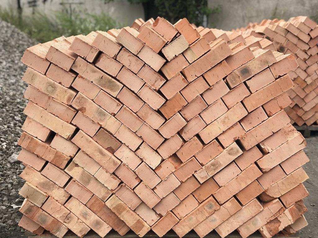 Стеновые блоки: Кирпич строительный М-100 (360шт) (Киселевск) полнотелый. в 100 пудов