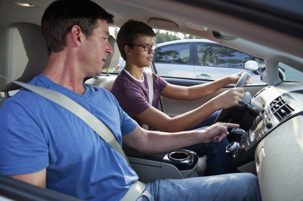 Автошкола: Уроки вождения в Лидер автошкола