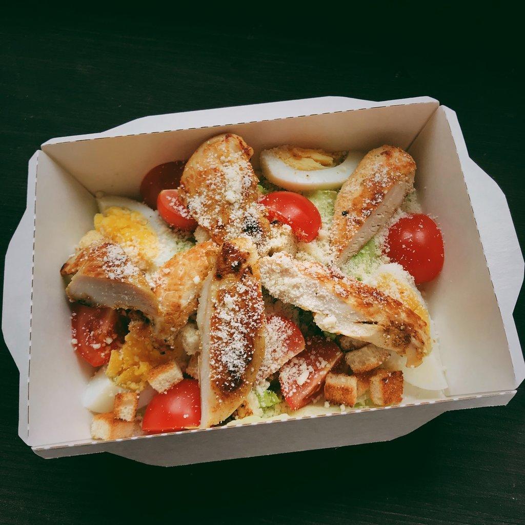 Салаты: Цезарь с курицей в Пиццуля Кемерово