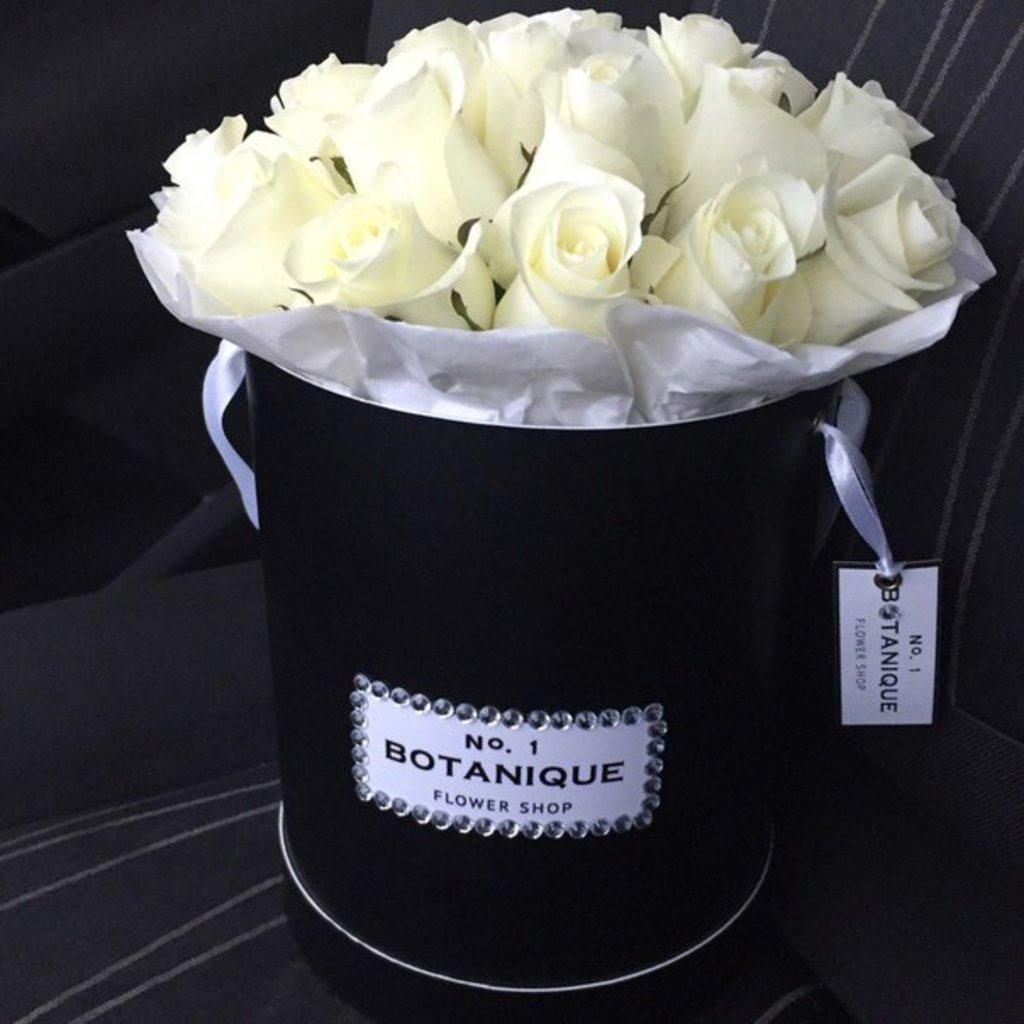 """Premier mini: """"Premier mini black"""" 17 белых роз (Эквадор)+стразы в Botanique №1,ЭКСКЛЮЗИВНЫЕ БУКЕТЫ"""