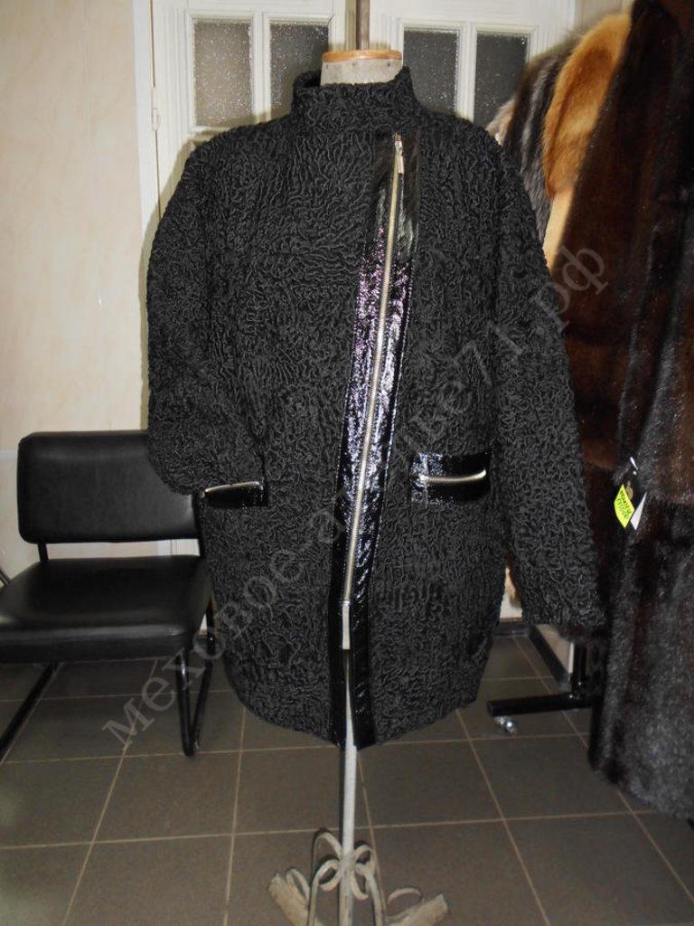 Индивидуальный пошив: Куртка из черного каракуля с отделкой черного лака в Молодость