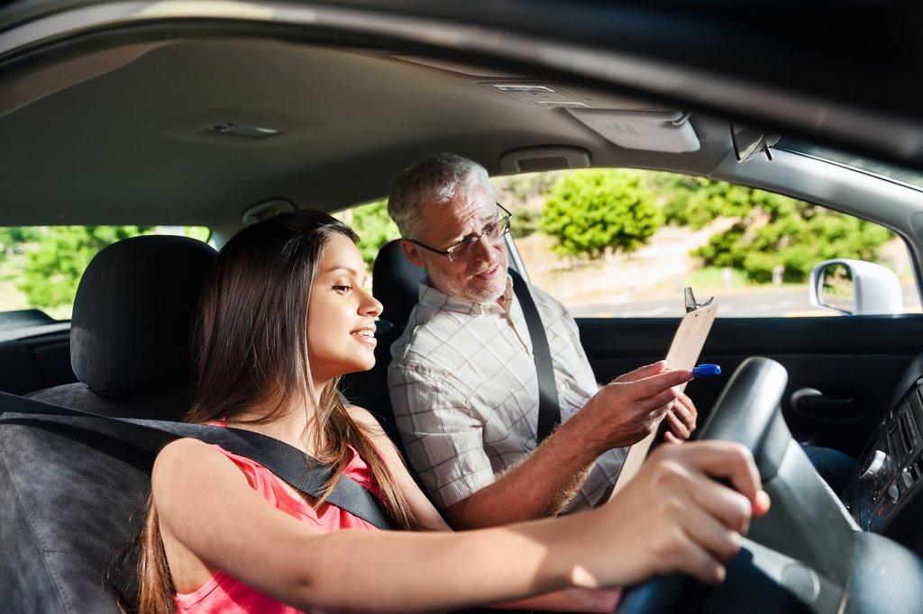 Автошкола: Уроки вождения в Авто-Профи, автошкола