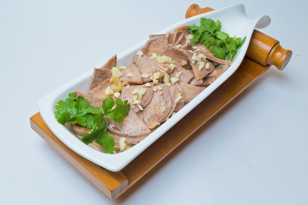 Закуски: Язык в чесночном соусе в Шанхай