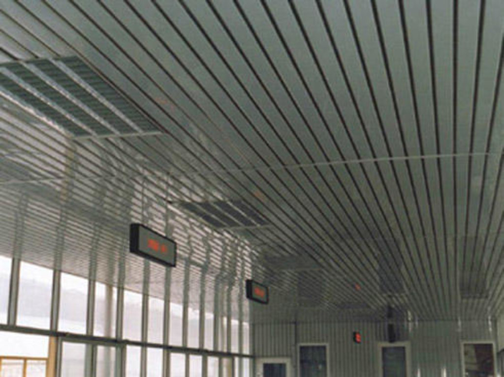 Реечные потолки: Реечный потолок открытого типа AN135A светло-бежевый А115 rus ЭКОНОМ в Мир Потолков