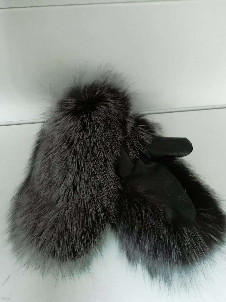Изделия из натурального меха и кожи (перчатки, варежки, тапочки): Варежки женские из меха чернобурки в Сельский магазин