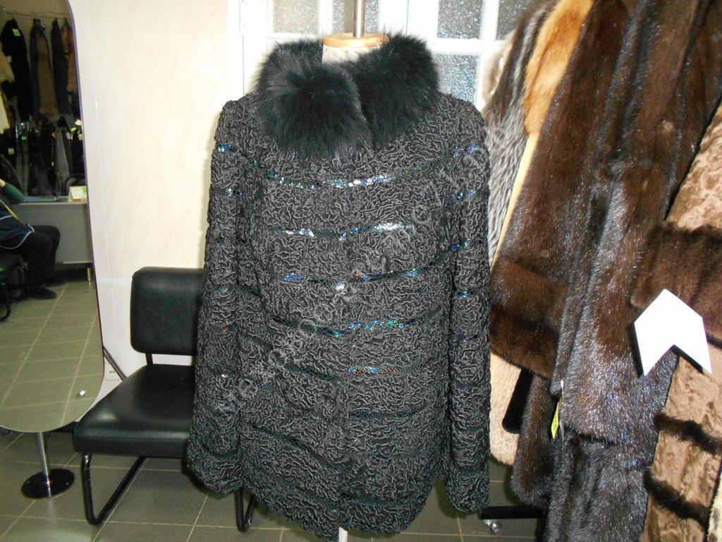 Индивидуальный пошив: Куртка из черного каракаля с кожей с воротником песец в Молодость