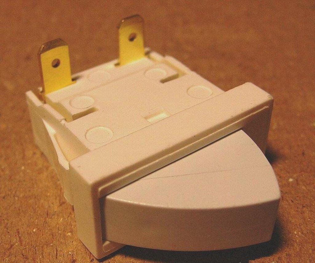 Запчасти для холодильников: Выключатель света в холодильном отделении рычажный T85 (0,7A/250v), 851157, 908081700128 в АНС ПРОЕКТ, ООО, Сервисный центр