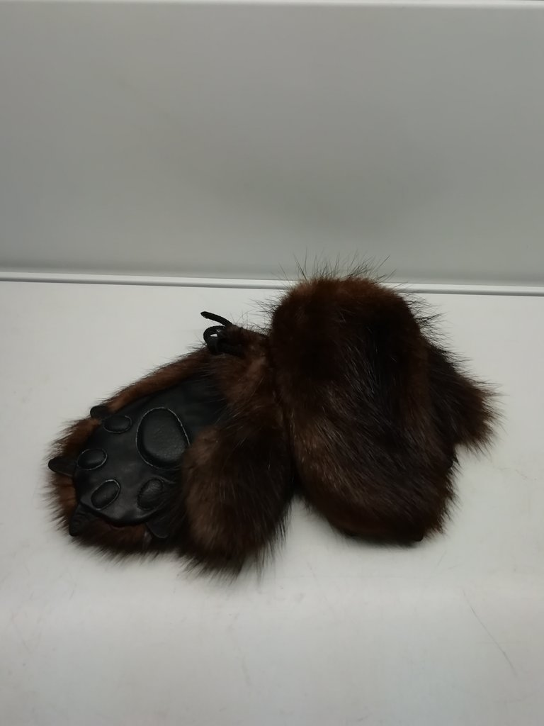 Изделия из натурального меха и кожи (перчатки, варежки, тапочки): Варежки детские мех бобёр в Сельский магазин