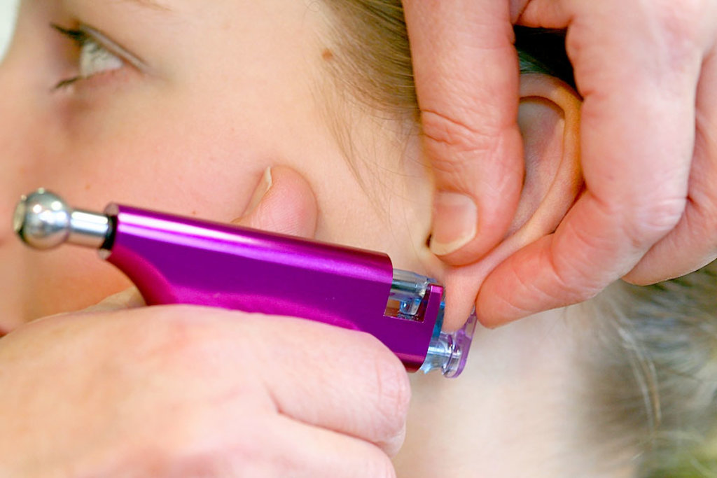 Косметологические услуги: Прокол ушей в Косметический кабинет