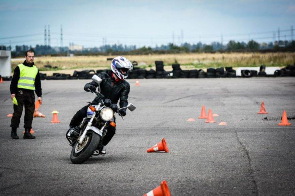 Автошкола: Обучение на мотоцикле в Лидер автошкола