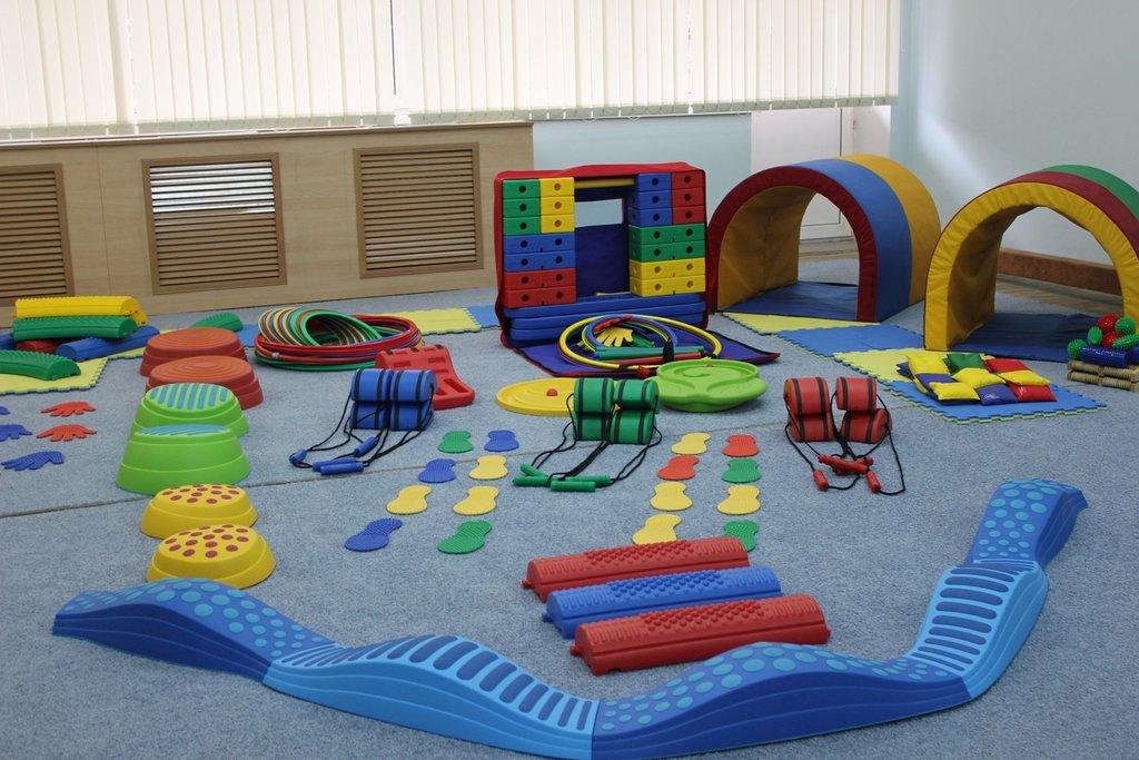 Мебель для учебных заведений и библиотек, общее: Оборудование для детских садов в Учебная литература, ООО