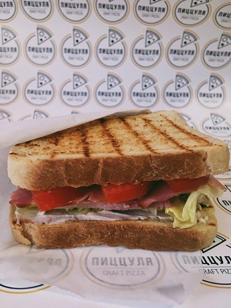 Закуски: Сэндвич «Ветчина\сыр Сливочный в Пиццуля Кемерово