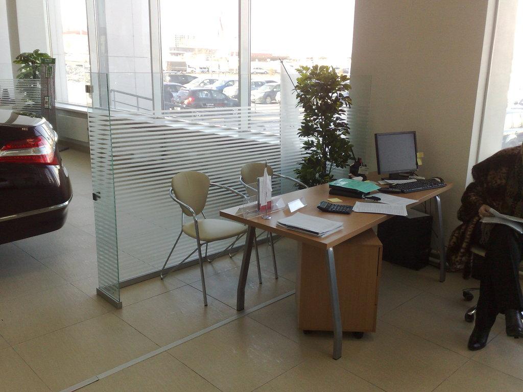 Перегородки для офиса и дома: Мобильные перегородки из стекла в Строймода СК, ООО