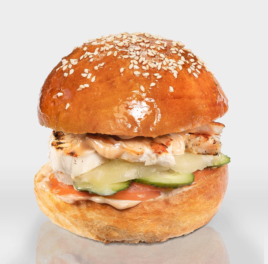 """Бургеры с нежной куриной грудкой: Бургер """"Гавайский"""" в The Угли"""
