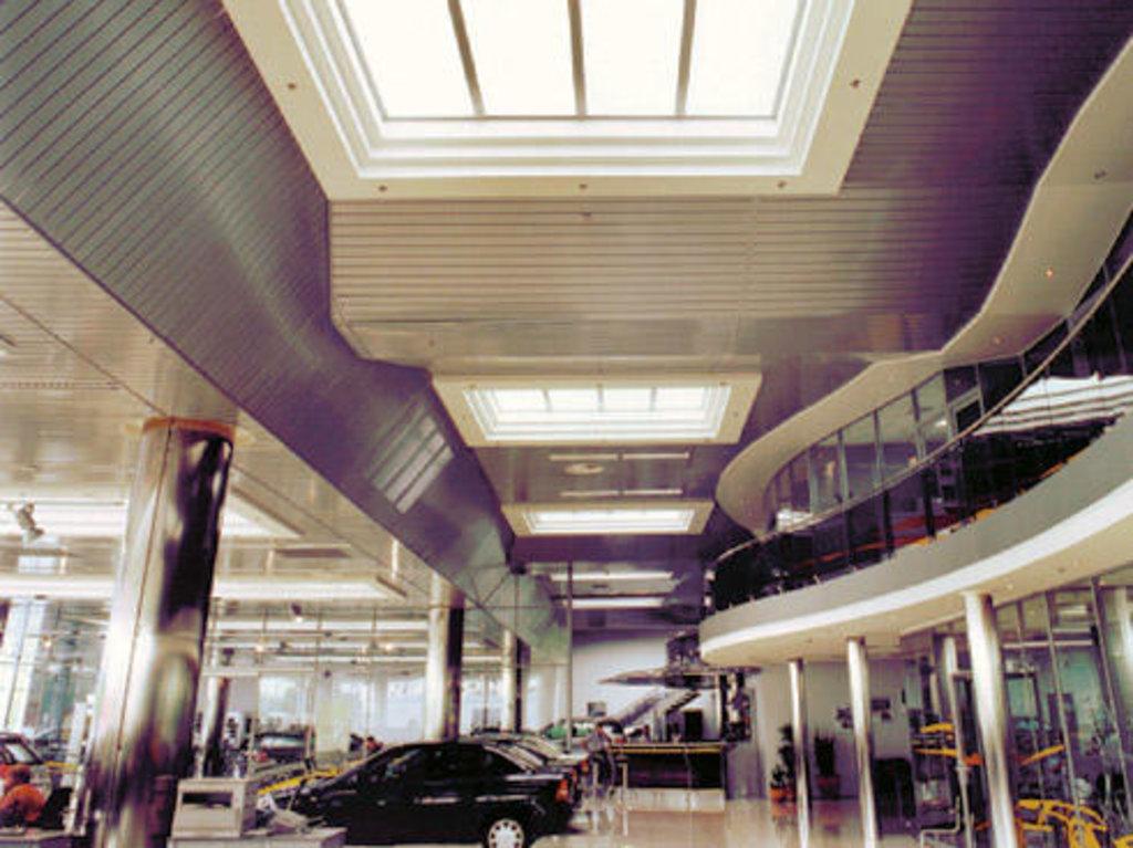 Реечные потолки: Реечный потолок закрытого типа AN135AС суперхром А741 в Мир Потолков