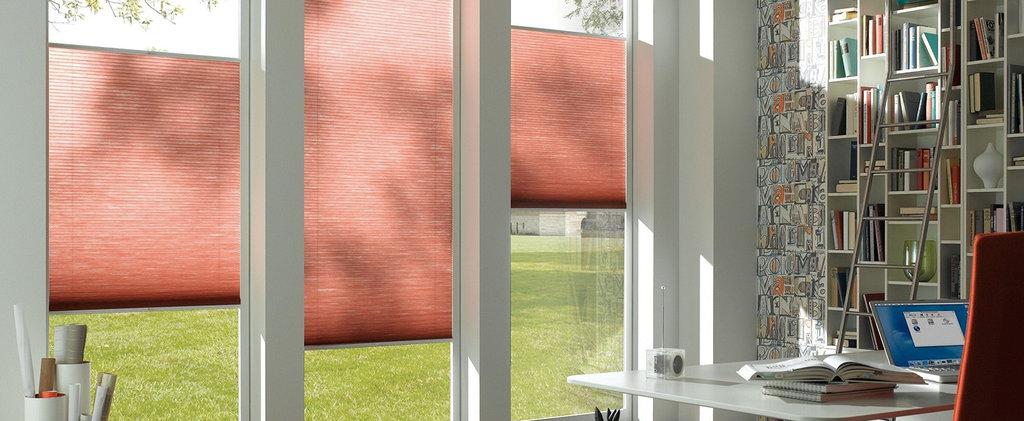 Шторы плиссе: Шторы плиссе с ручкой управления на вертикальные окна (до 15°) в Салон штор, Виссон