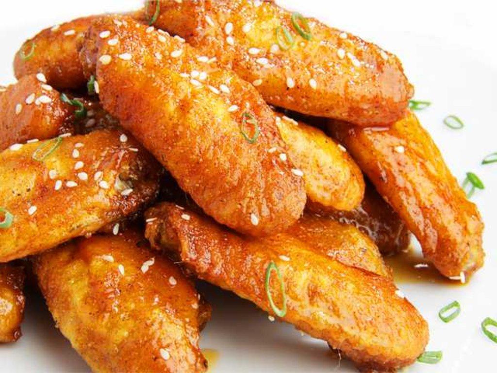Горячие блюда: Хрустящие крылышки в СУШИ БАНДА