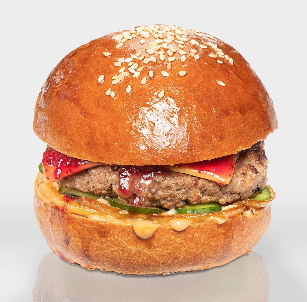 """Бургеры с котлетой из говядины: Бургер """"Умный Абуэло"""" в The Угли"""