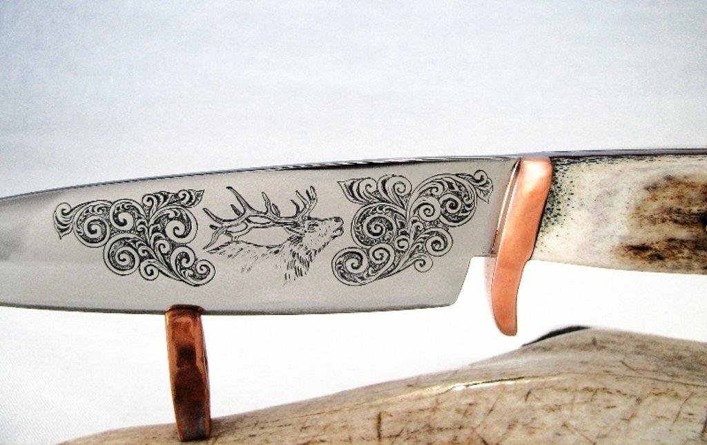 Услуги гравировки: Гравировка на ноже в Граверная и ювелирная мастерская, ИП Сахаров Д.Г.