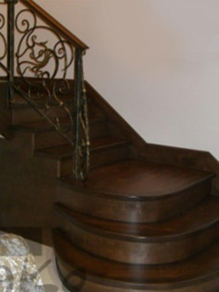 Лестницы: Деревянные лестницы в DECO (ДЭКО), производственная компания