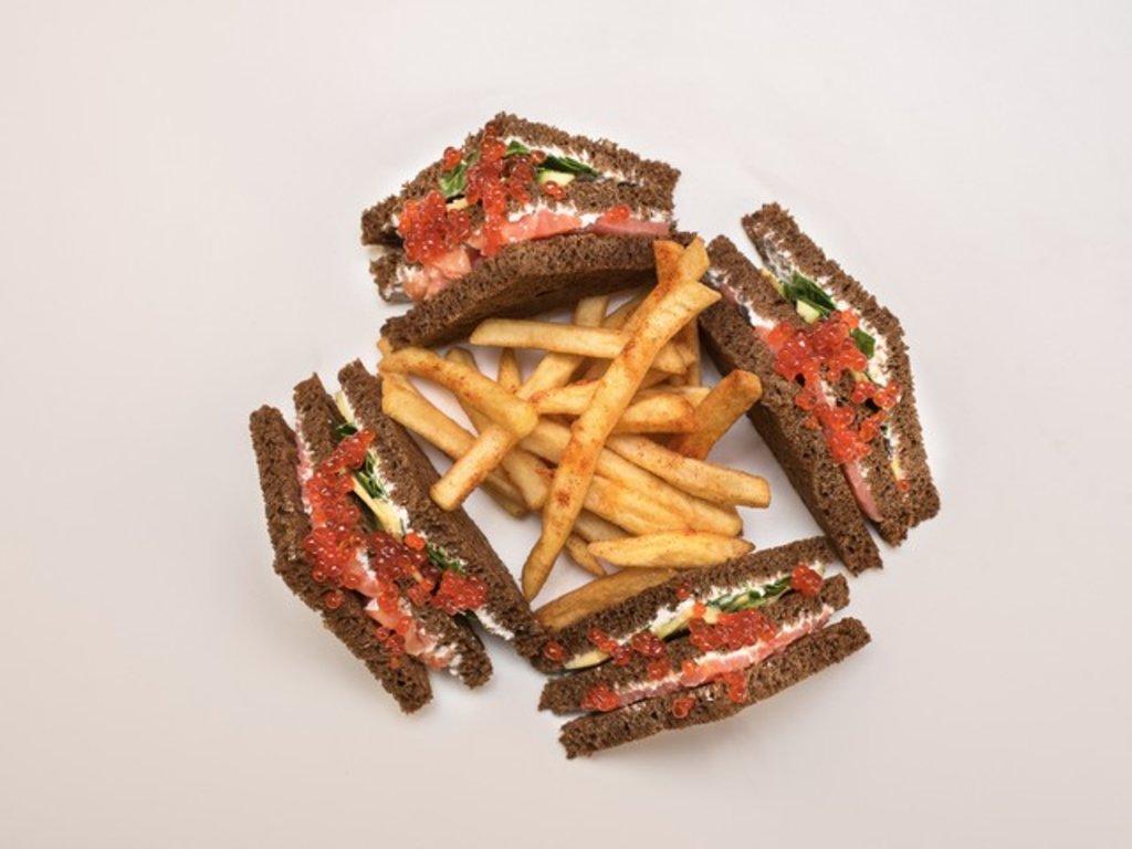 СЭНДВИЧ КЛАБ: С красной икрой и сёмгой в Leggo burger