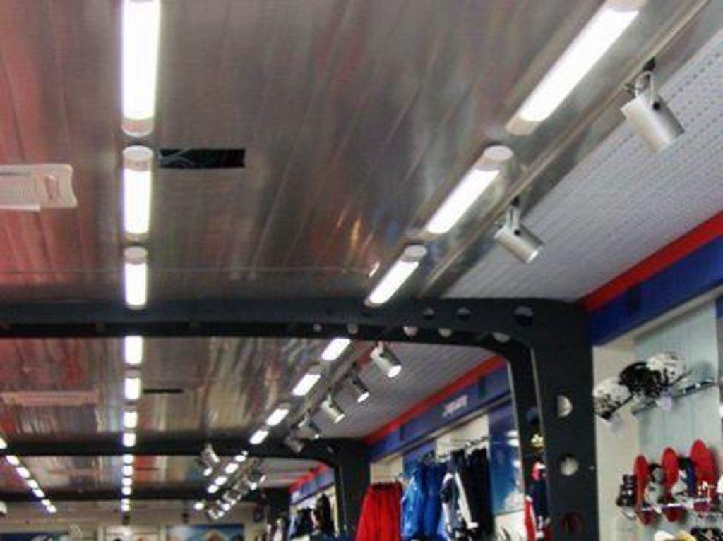 Реечные потолки: Реечный потолок CESAL  C01  150 белый глянец  перф в Мир Потолков
