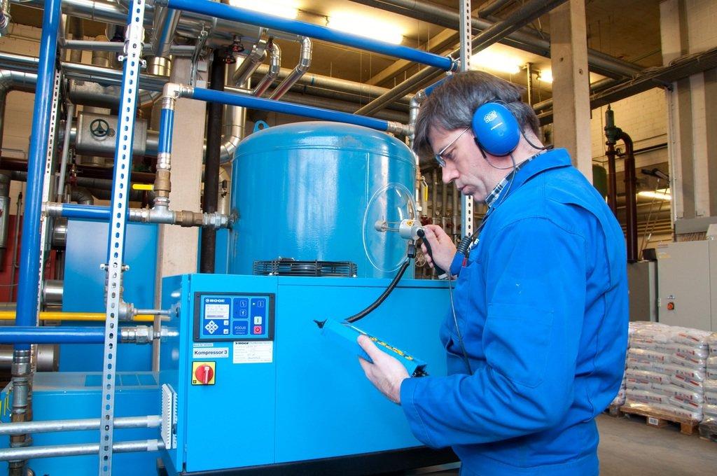 Ремонт холодильного оборудования: Сервисное обслуживание компрессора в МСЦ Хладоновые системы, ООО