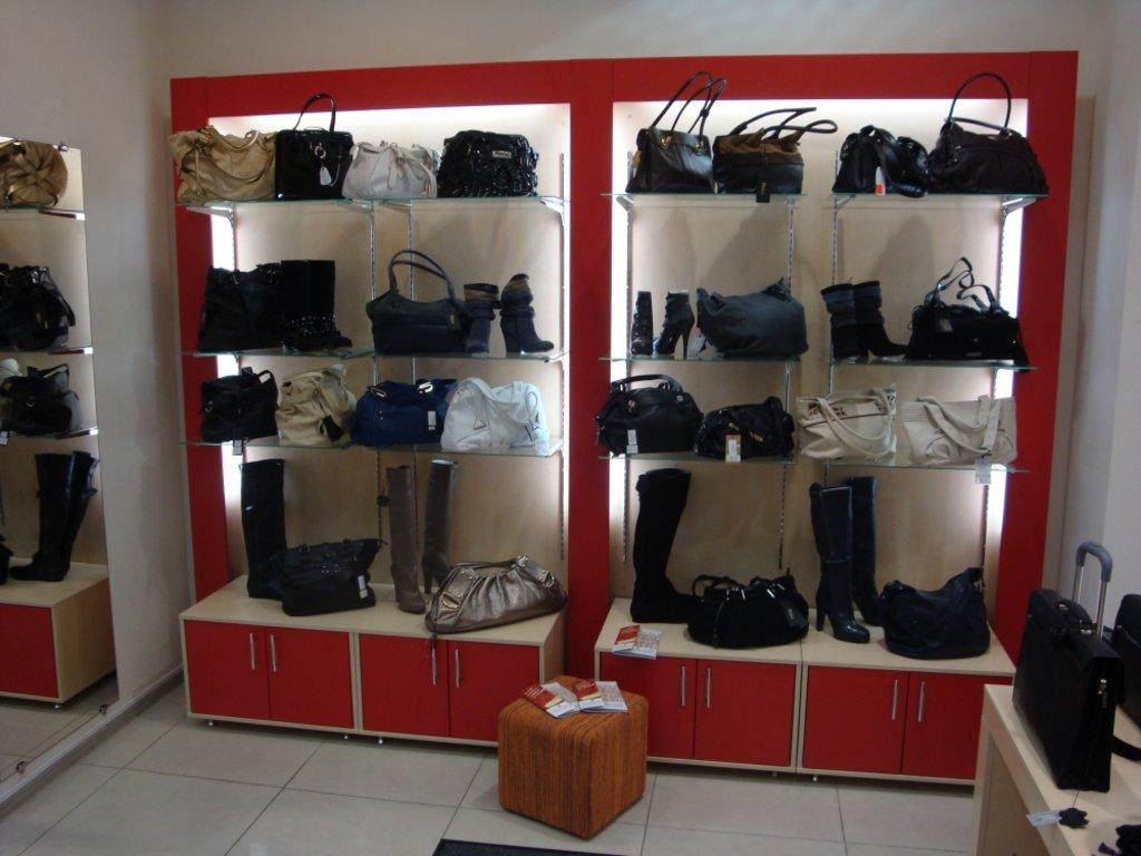 Торговое оборудование на заказ: Витрина для обуви в Студия Мебели