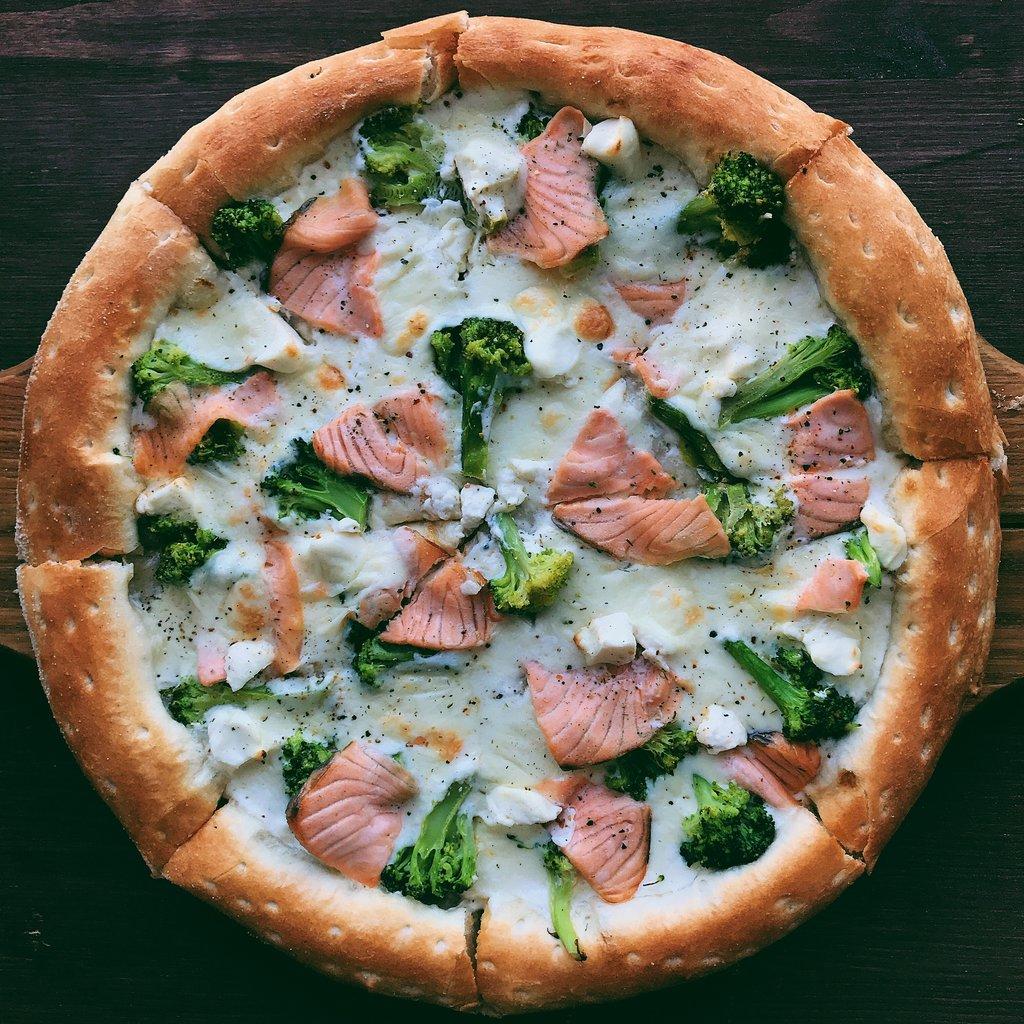 Пицца: Бьянка с лососем и брокколи в Пиццуля Кемерово