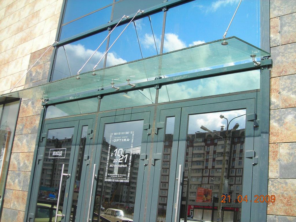 Перегородки для офиса и дома: Стеклянные козырьки (навесы) в Строймода СК, ООО