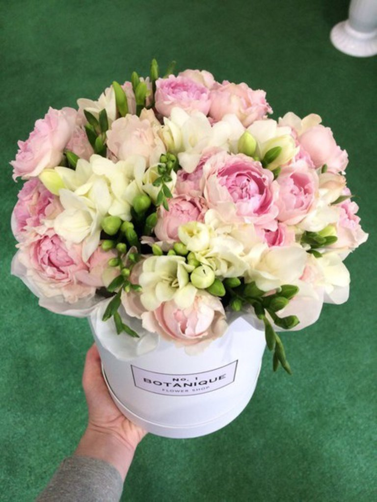 "Premier mini: ""Premier mini"" Пионовидная роза+Фрезия в Botanique №1,ЭКСКЛЮЗИВНЫЕ БУКЕТЫ"