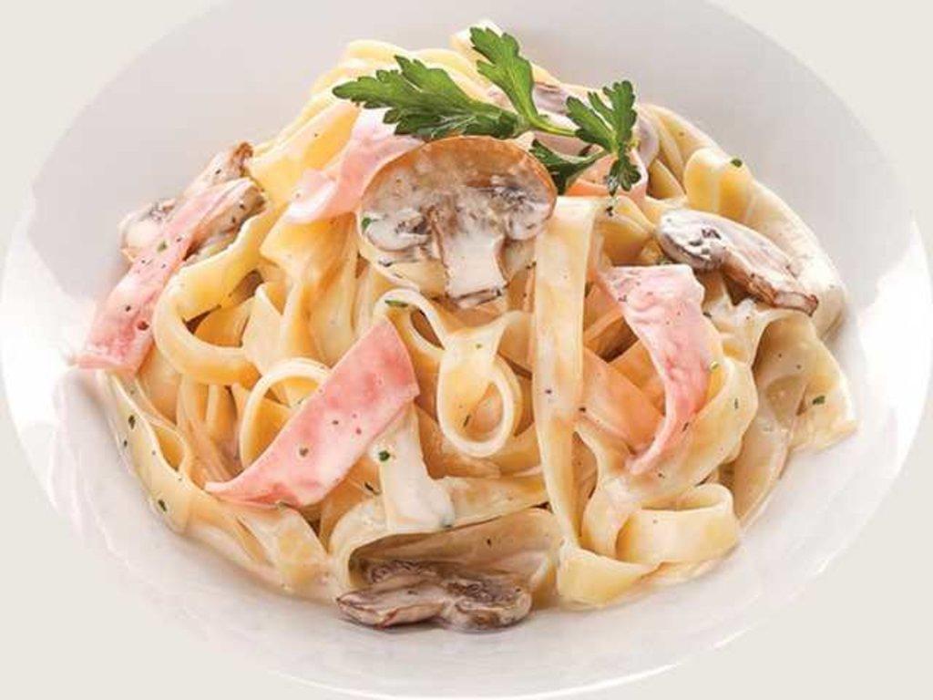 Горячие блюда: Паста с ветчиной и грибами в СУШИ БАНДА