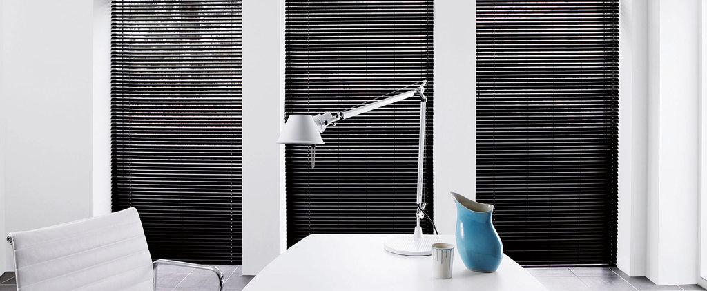 Горизонтальные жалюзи: Алюминиевые горизонтальные жалюзи 16/25 мм в Салон штор, Виссон