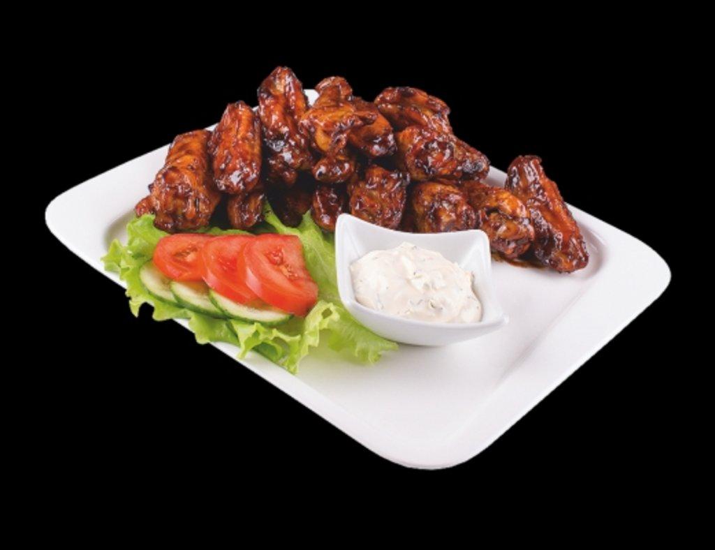 Горячие блюда: Крылышки баффало в ХИТО СУШИ