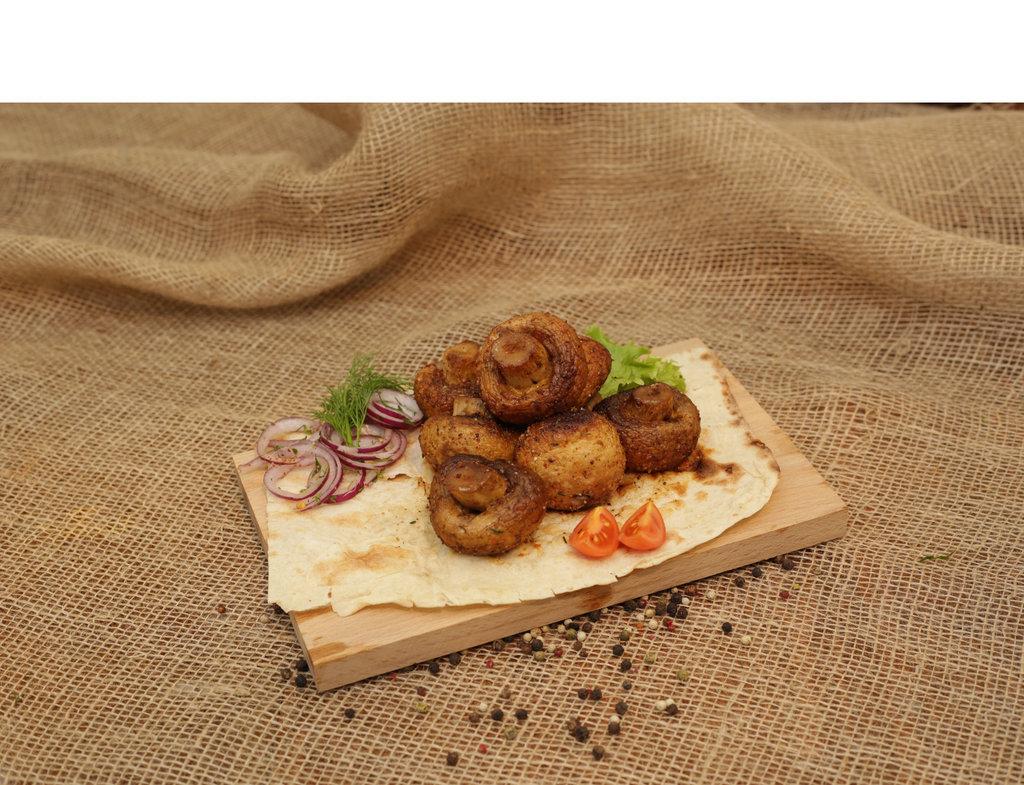 Овощи на мангале: Грибы шампиньоны в Кафе «Парус»