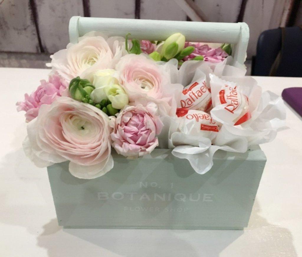 """Botanique CANDY: """"Botanique candy""""🍬 Цветы+сладости (Микс из сезонный цветов+Рафаэлло) в Botanique №1,ЭКСКЛЮЗИВНЫЕ БУКЕТЫ"""