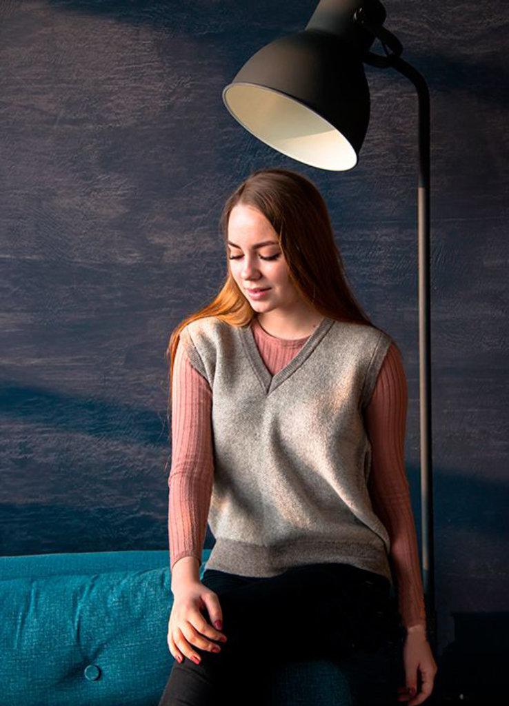 Женская одежда: Жилет вязанный из 100% шерстяной пряжи в Сельский магазин