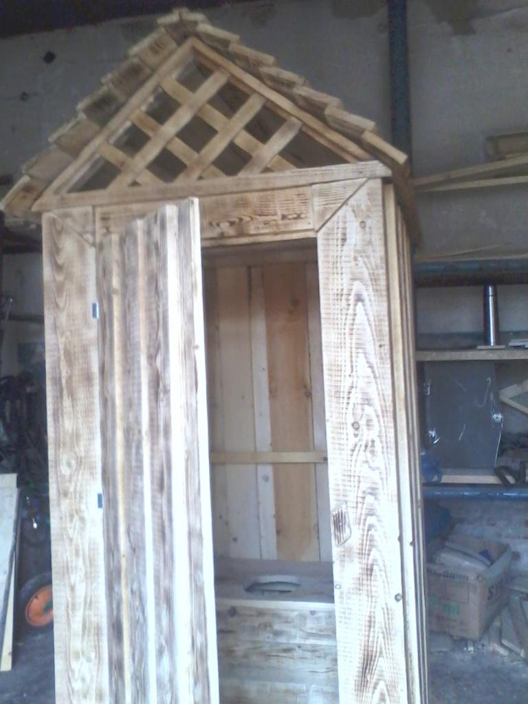 Малые архитектурные формы: туалет деревянный в Пилим Лес